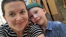 Bild på Vidar och hans mamma Elin som skrivit berättelsen