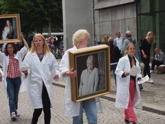 Bild på Sällsynta diagnosers tavelparad i Almedalen