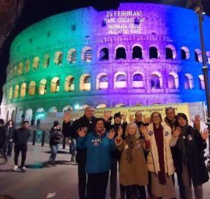 Colosseum, Rom, Italien, upplyst med fasadbelysning på Sällsynta dagen 2020